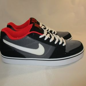 Nike Ruckus Low Top Black/Red Skater Sneakers 10